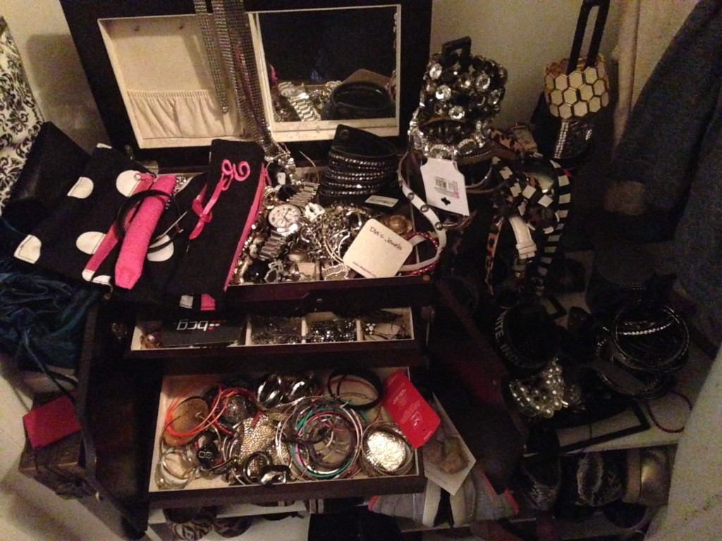 jewelry box, jewelry box clean out, how to clean your jewelry box, how to organize your jewlery