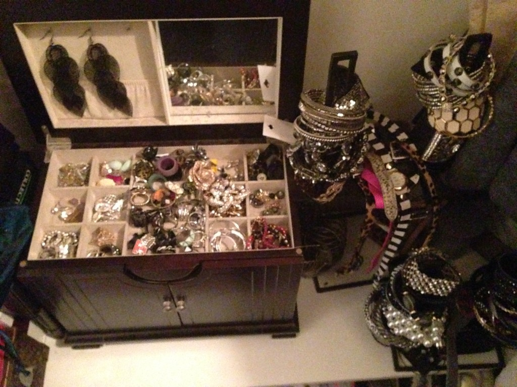 jewerly box, jewelry box clean out, how to clean your jewelry box