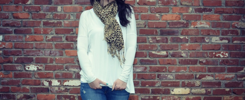 white long sleeve shirt, what to wear with white, winter white, leopard scarf, what to wear with a scarf, how to wear a scarf, white shirt