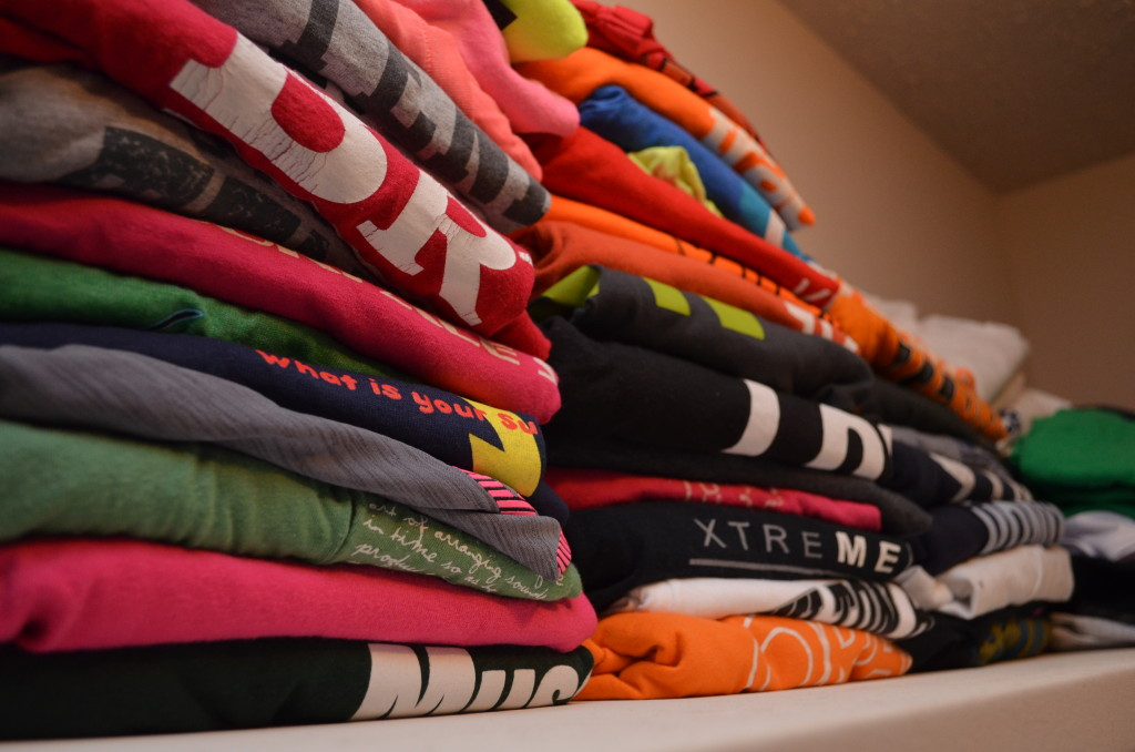 closet cleanse, closet, closet organization, clean closet, how to clean your closet, how to organize t-shirts