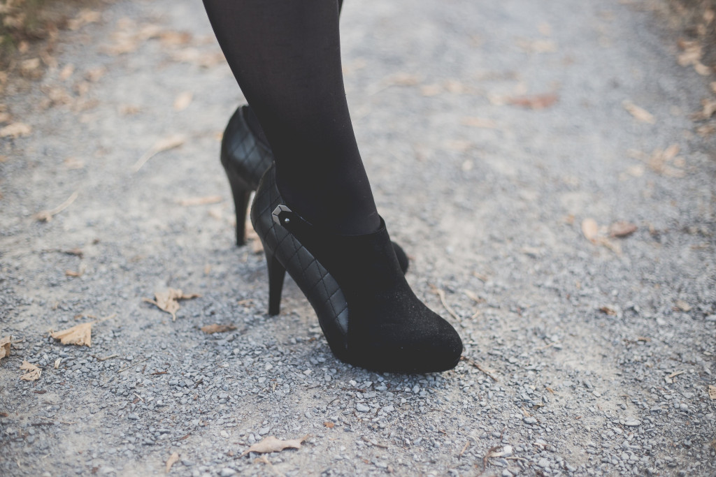business casual, christmas party attire, what to wear to a business casual party, what to wear to a christmas party, knoxville fashion blogger, knoxville blogger, christmas party outfit, the limited, the loft, jeweled sweater, ross, black heels, black bootie heels
