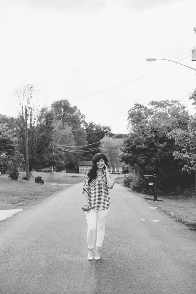 white jeans, fashion blogger, knoxville fashion blogger, knoxville, elizabeth ogle, west town mall, west town mall style consultant, ootd, spring outfit, summer outfit, white pants, black and white shirt styled