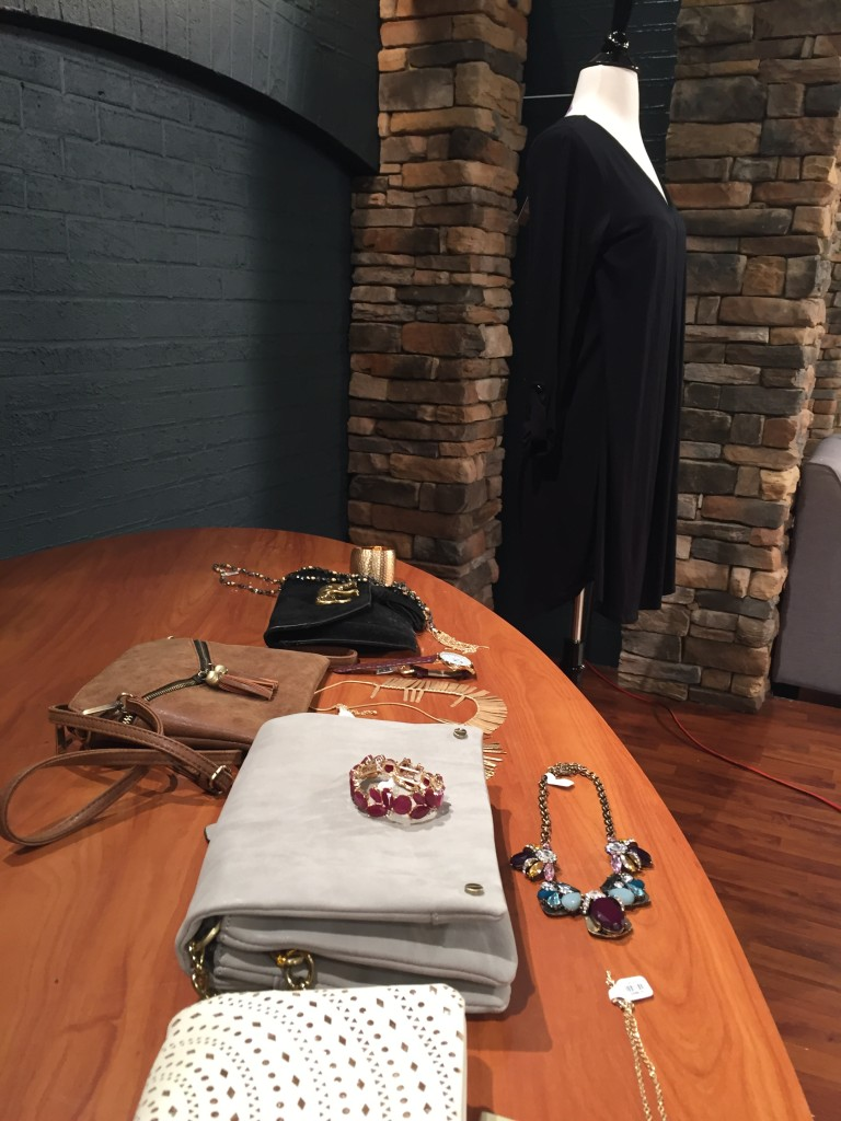 francescas, west town mall, wbir, beauty blogger elizabeth ogle, knoxville fashion, west town mall style consultant, accessories, how to accessorize, knoxville fashion blogger