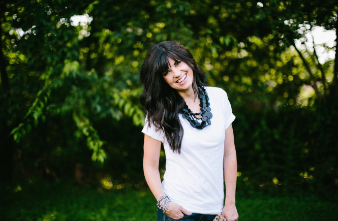 how to style a white shirt, knoxville fashion, mom blog, mom style, white shirt, elizabeth ogle