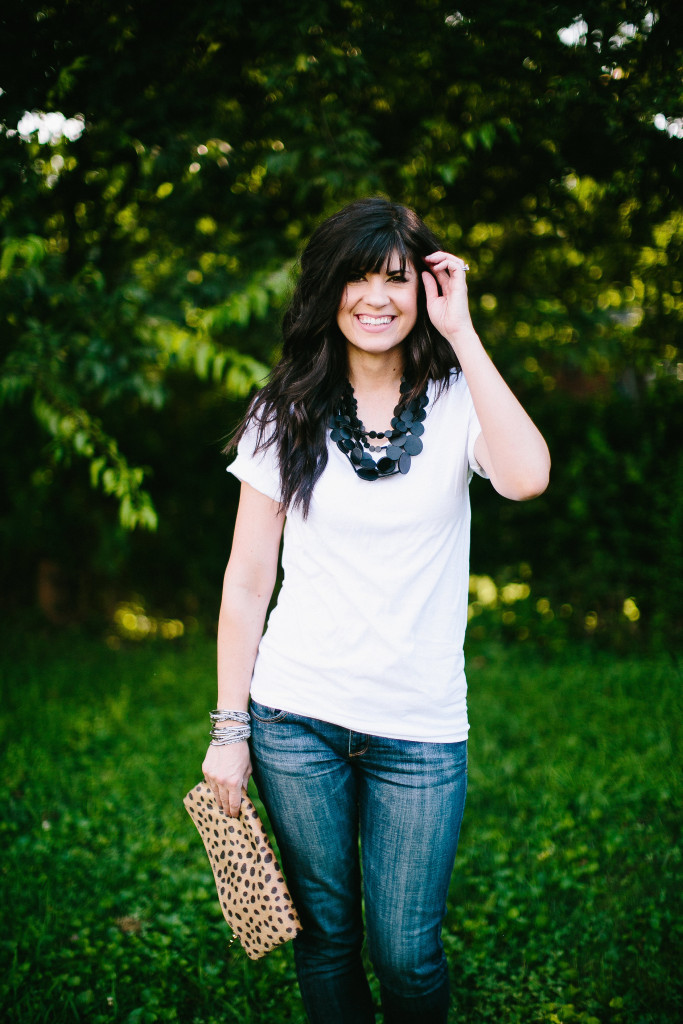 white shirt, gray monroe purse, white shirt and jeans look, how to style a white shirt and jeans, knoxville fashion, knoxville blog, mom blog