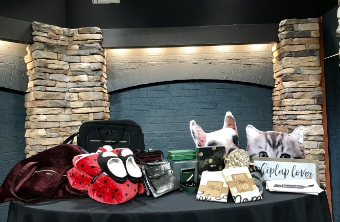 west town mall, knoxville gifts, christmas gift ideas in knoxville, pandora jewelry, fiore boutique, west town mall gift ideas, christmas gift ideas