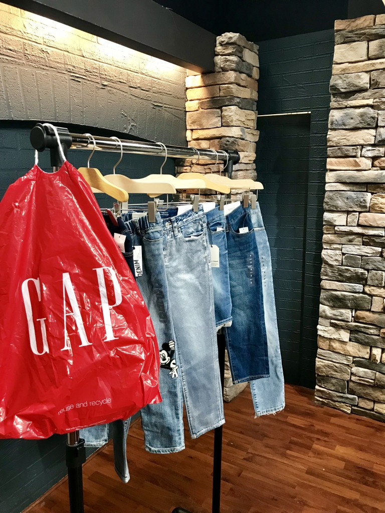 gap jeans, west town mall, gap at west town mall, how to buy jeans, what jeans to buy, what jeans you should own, how to buy jeans for the family, mom jeans, jeans for men, jeans for kids, what jeans to buy for men, what jeans to buy for kids, knoxville fashion, knoxville style, mom style, style help, help buying jeans