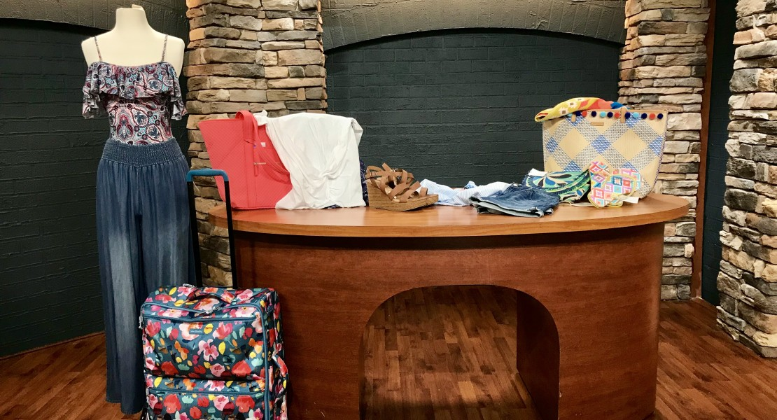 altar'd state, west town mall, vera bradley, spring break trip, packing for a weekend getaway, how to pack light, how to pack light and still look good, how to pack, what to pack, packing help, knoxville, elizabeth ogle, 10 news this morning