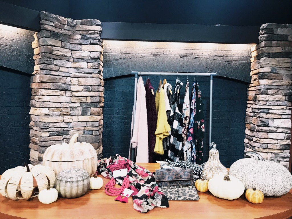 west town mall, pottery barn, fiore boutique, charming charlie, knoxville blogger, knoxville shopping, fall trends, knoxville fall trends, knoxville fashion blogger, west town mall blogger, style blogger knoxville, pumpkin decor, how to look on trend this fall, boutique shopping, fall 2018 fashion
