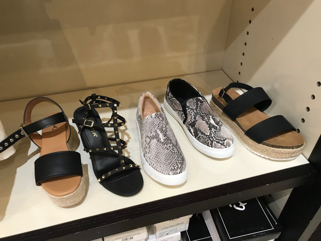 fiore boutique, fiore west town mall, west town mall, knoxville mall, knoxville fashion, summer shoes, west town mall fashion, summer sandals, what shoes to wear this summer, knoxville fashion blogger