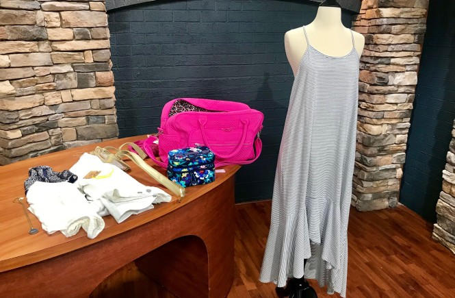bliss in knoxville, shop small, west town mall, what to wear on a weekend getaway, summer getaway inspiration, how to pack light, knoxville fashion blogger, ten news this morning