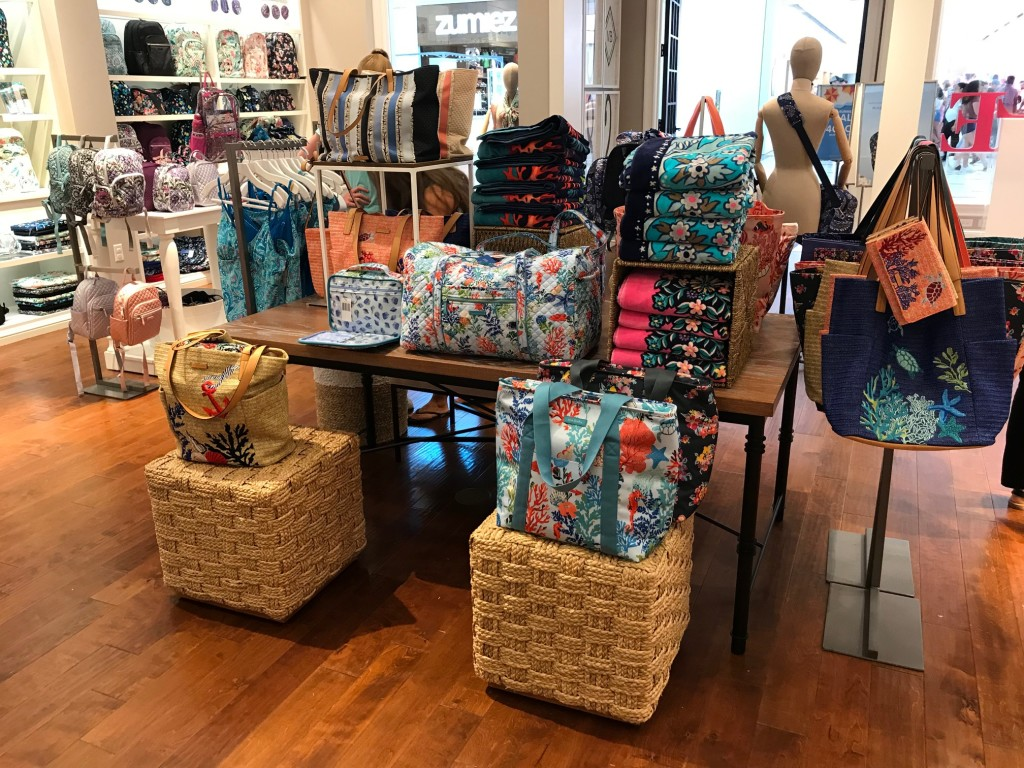 vera bradley bags in west town mall, west town mall, west town mall vera bradley, beach bags, the best beach bags, where to shop in knoxville, knoxville fashion blogger, west town mall style consultatn